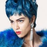 короткие синие волосы