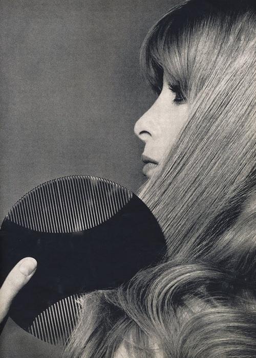 Расчесывание против электризации волос