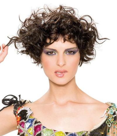 Модные женские стрижки на волнистые волосы: 35 фото