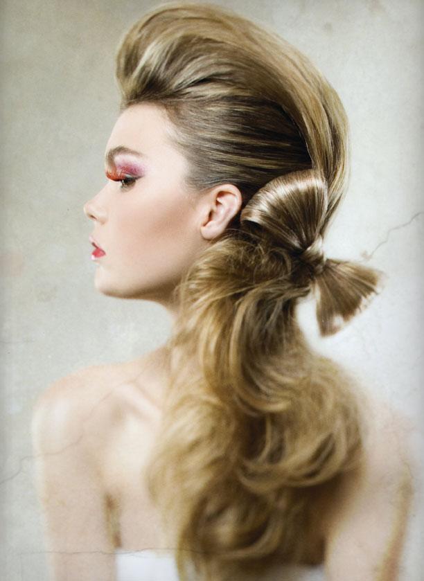 вечерняя прическа на длинные волосы23