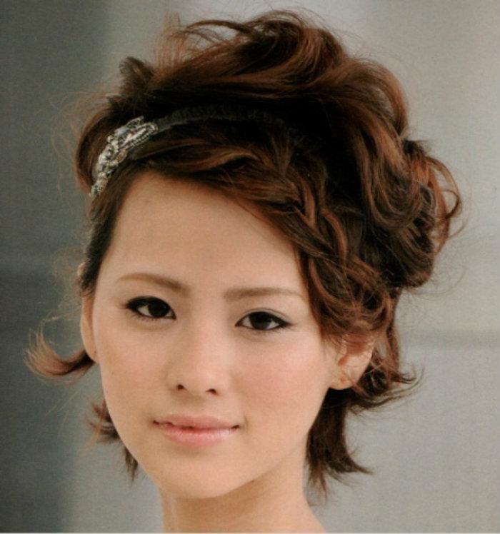 Косички на короткие волосы: фото 26