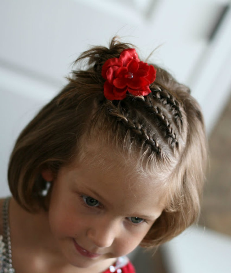 Новогодние прически для девочек: фото 29