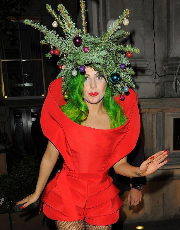 Новогодние прически звезд: Леди Гага