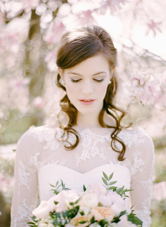 свадебные прически на полураспущенные волосы: фото 3
