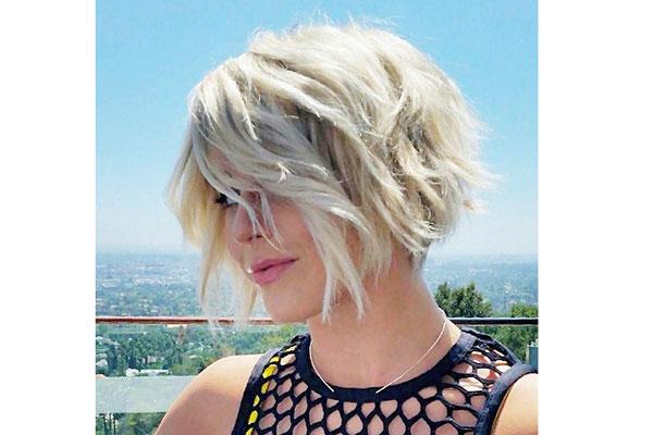 17 идеальных стрижек для блондинок: Джулианна Хью