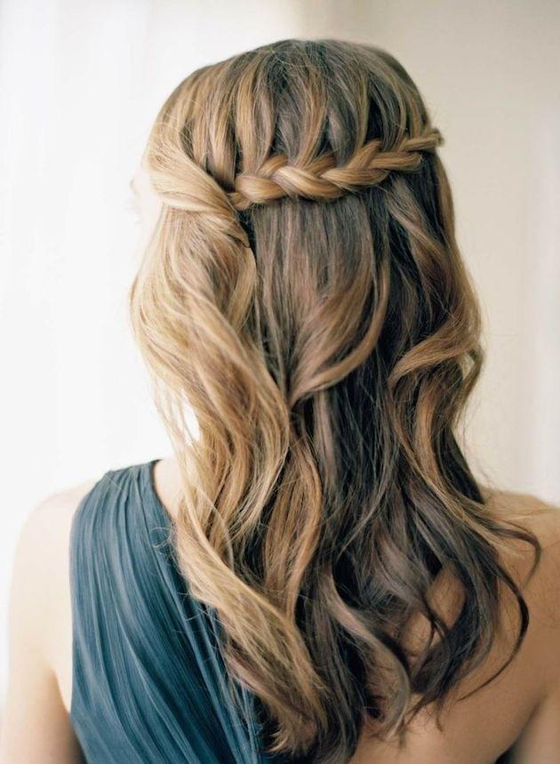 Прически на полураспущенные волосы: фото 22