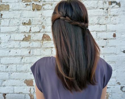 Прически на полураспущенные волосы: фото 39