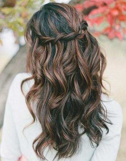 Прически на полураспущенные волосы: фото 40