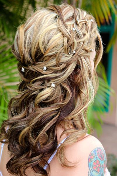 Прически на полураспущенные волосы: фото 44