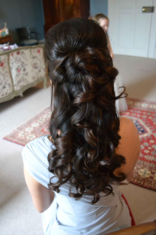 Прически на полураспущенные волосы: фото 47