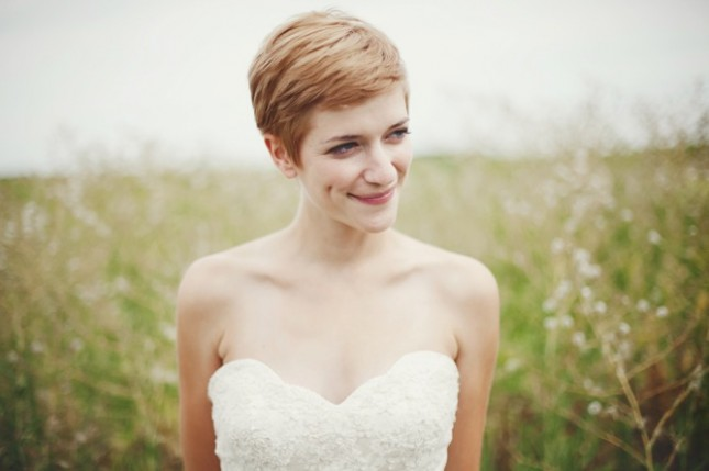 свадебные прически на короткие волосы: фото 32
