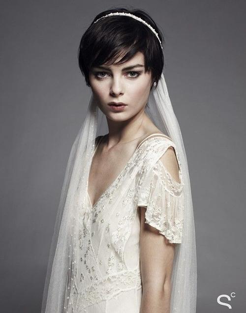 свадебные прически на короткие волосы: фото 51