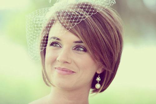 свадебные прически на короткие волосы: фото 57