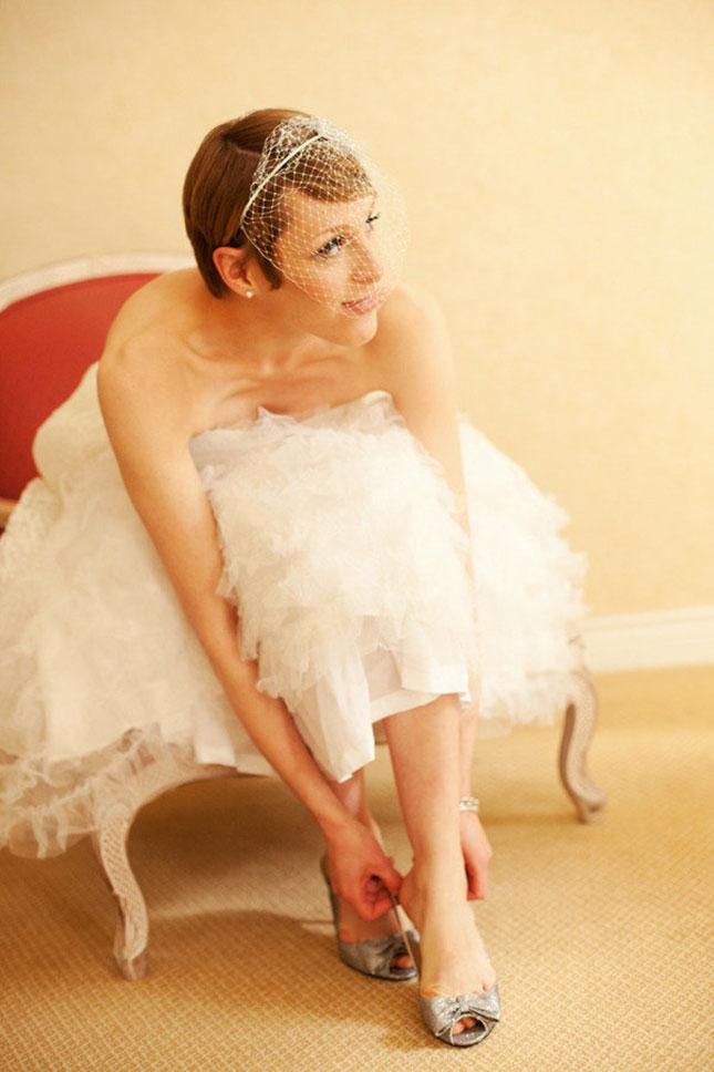 свадебные прически на короткие волосы: фото 34