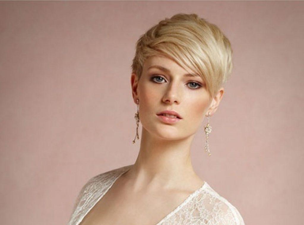 свадебные прически на короткие волосы: фото 56
