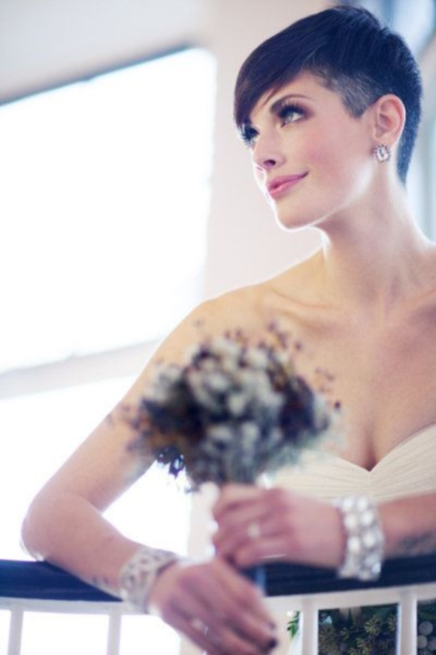 свадебные прически на короткие волосы: фото 40