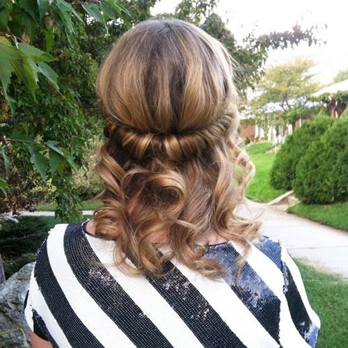 прически на средние волосы: фото 3