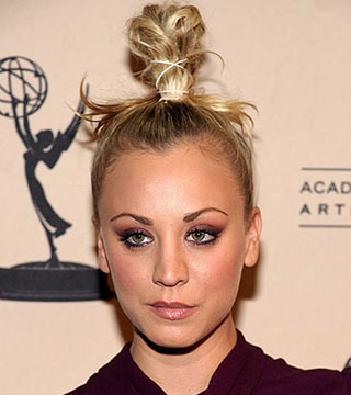 "NORTH HOLLYWOOD, CA - FEBRUARY 18:  Actress Kaley Cuoco arrives at The Academy of Television Arts and Sciences' an evening with ""The Big Bang Theory"" on February 18, 2010 in North Hollywood, California.  (Photo by Alberto E. Rodriguez/Getty Images) *** Local Caption *** Kaley Cuoco"