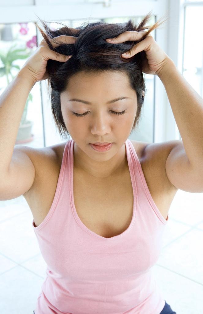 массаж головы пальцами