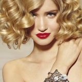 blond-curly-hairstyle