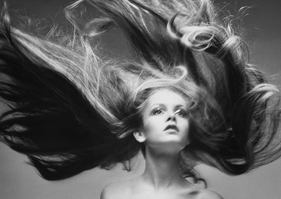 Почему магнитятся волосы