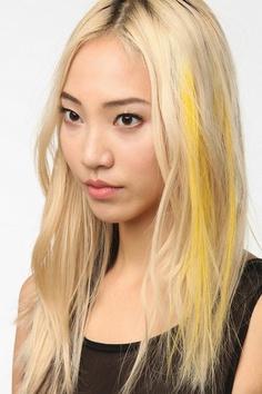 осветленные и желтая прядка