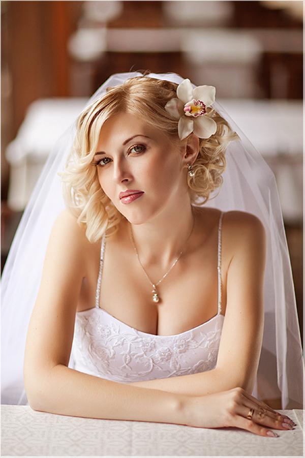 Свадебные прически на средние волосы: 25 фото - Подбор ...: http://24hair.ru/svadebnyie-pricheski-na-srednie-volosyi-25-foto/