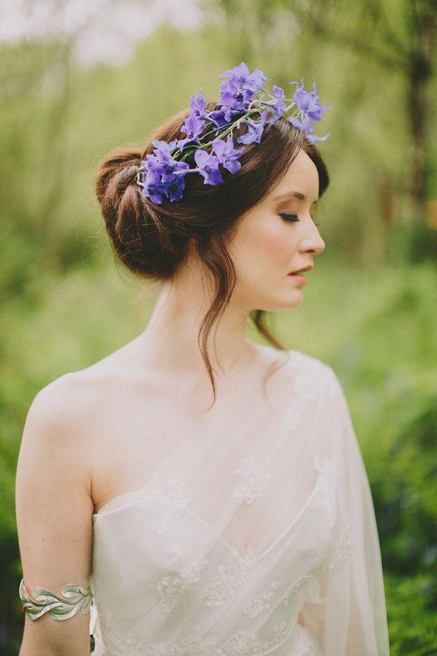 прическа в греческом стиле фото с цветами