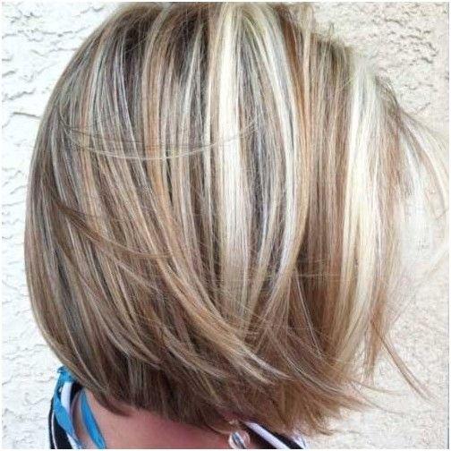 На белых волосах мелирование