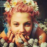 Прически с цветами: 30 идей