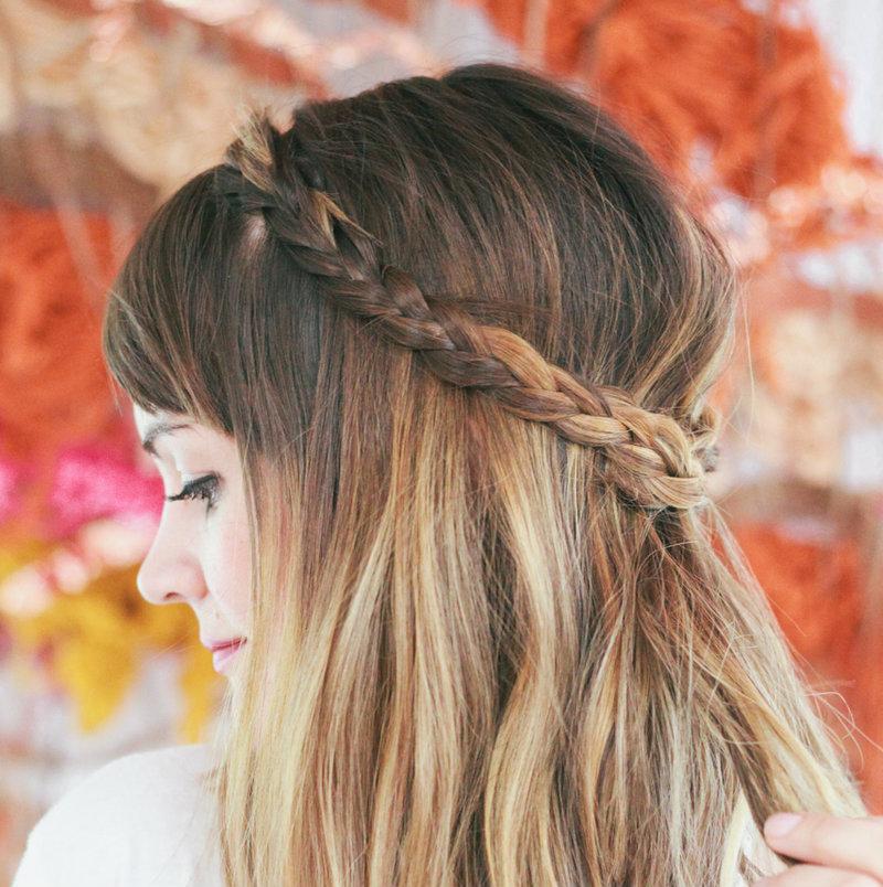 Косички для коротких волос: тесемка