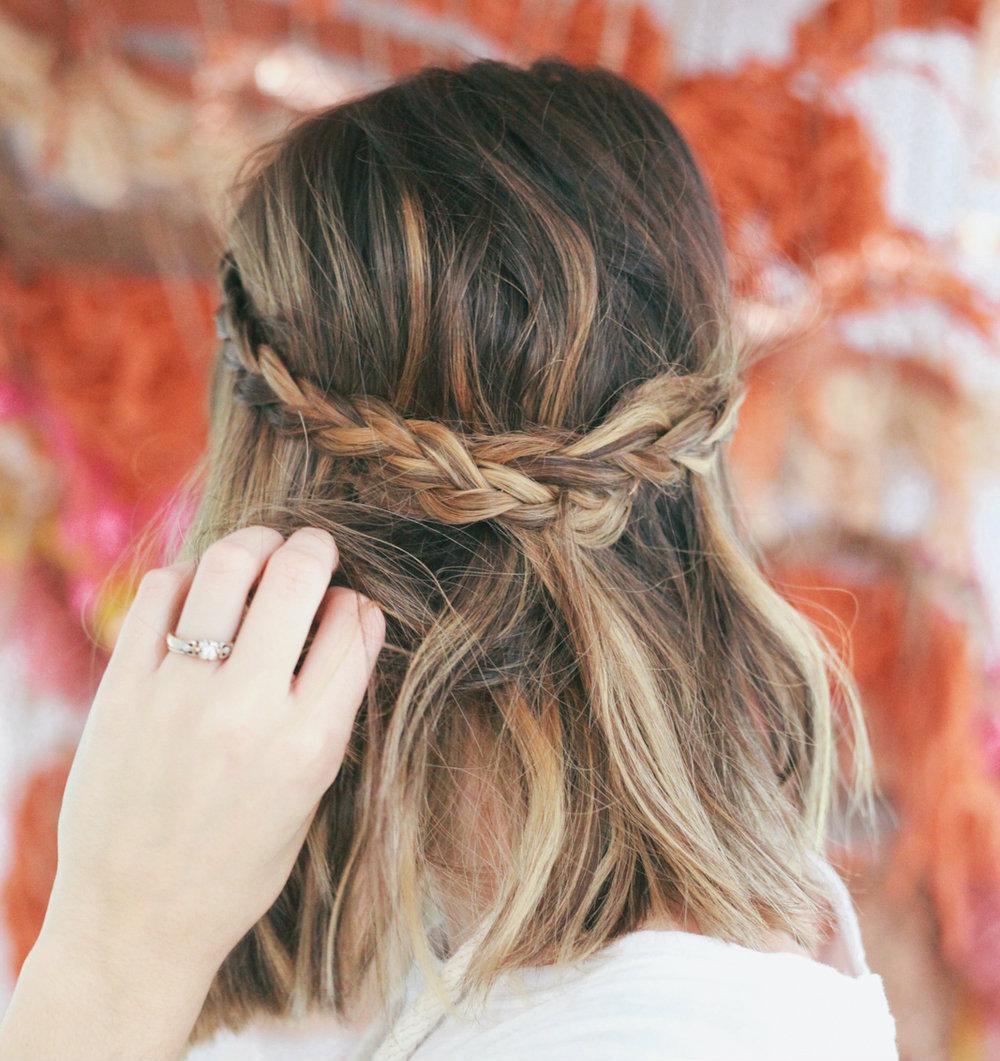 Как заплести косу на короткие волосы
