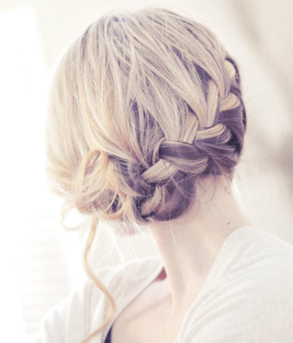 Прически и укладки на волосы до плеч