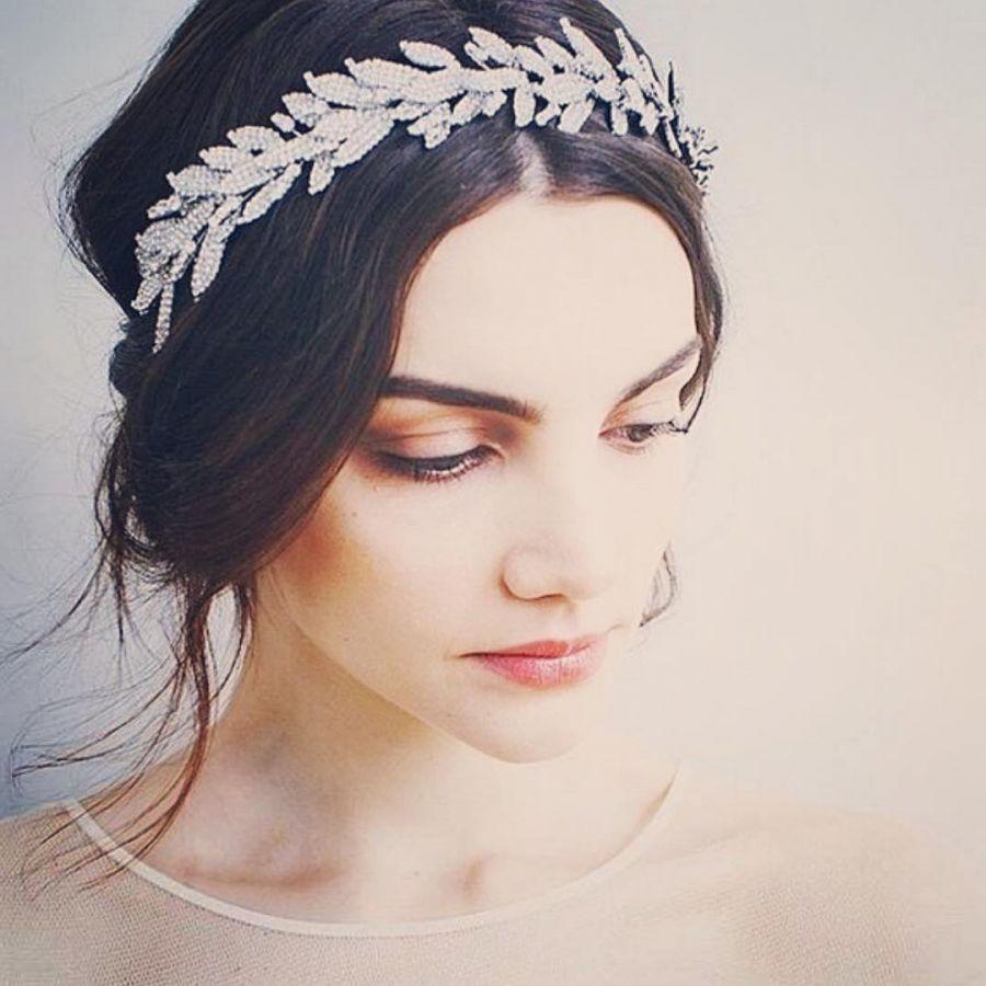 Свадебные прически: тиара