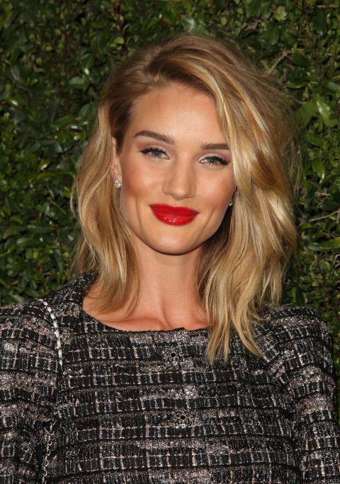 17 идеальных стрижек для блондинок: Рози Хантингтон-Уайтли