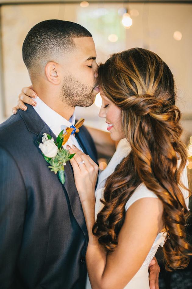 свадебные прически на полураспущенные волосы: фото 13