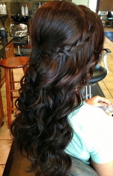 Прически на полураспущенные волосы: фото 38