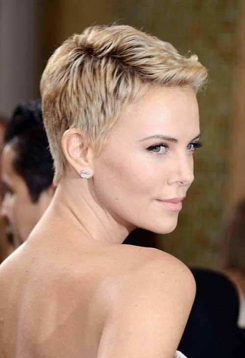 17 идеальных стрижек для блондинок: Шарлиз Терон