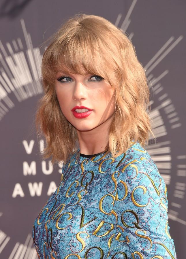 17 идеальных стрижек для блондинок: Тейлор Свифт