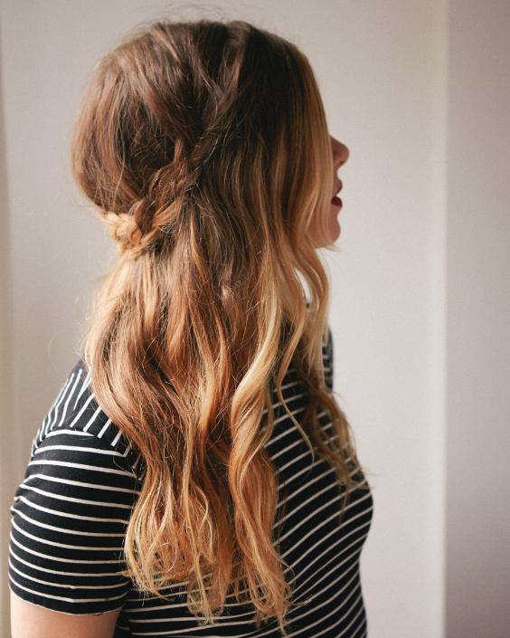 Прически на полураспущенные волосы: фото 28