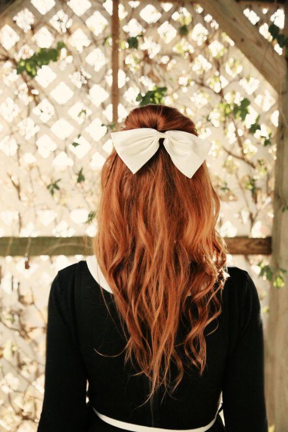 Прически на полураспущенные волосы: фото 32