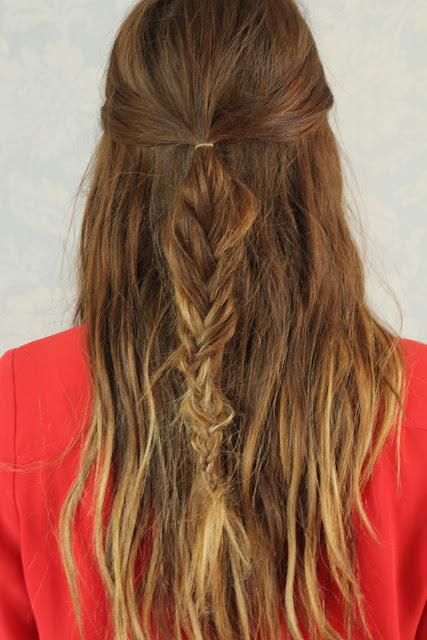 Прически на полураспущенные волосы: фото 35