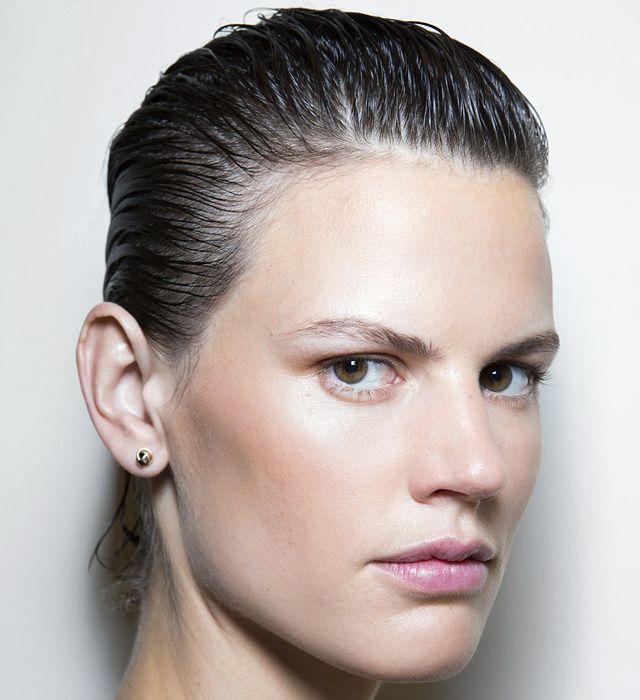 Зализанная прическа для коротких волос: 2