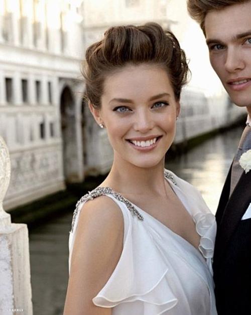 свадебные прически на короткие волосы: фото 55