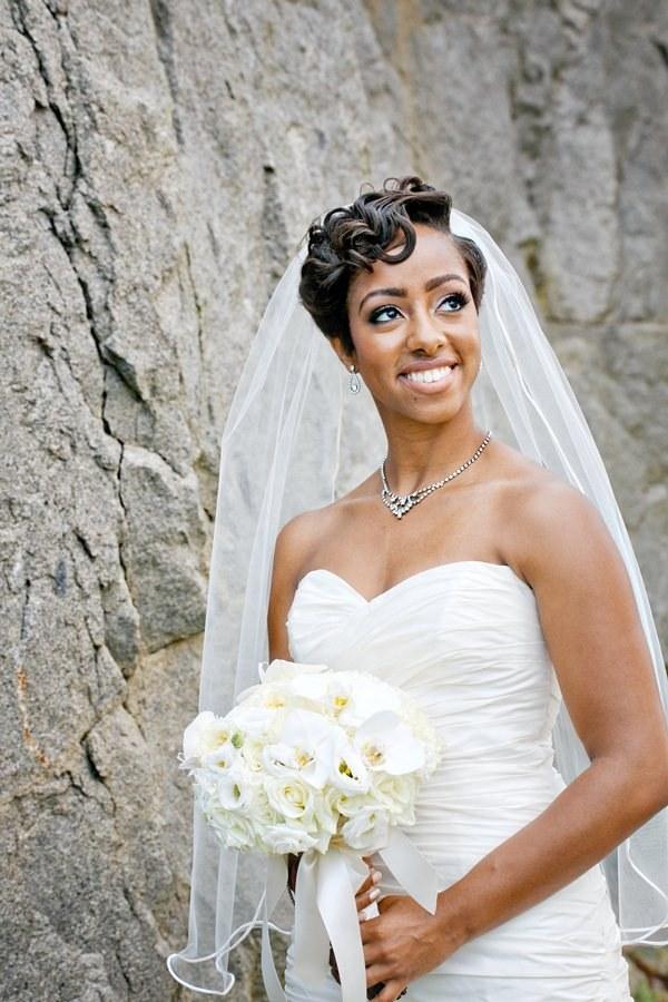 свадебные прически на короткие волосы: фото 18