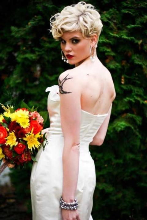 свадебные прически на короткие волосы: фото 45