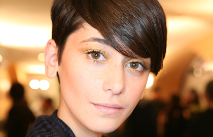 Styling für kurzes Haar: Cécilia Mendez